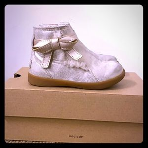 Girls Metallic Ugg booties Gold
